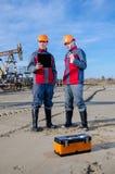 Lavoratori del giacimento di petrolio Fotografia Stock Libera da Diritti