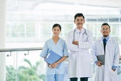 Lavoratori dell'ospedale di Cheeful immagine stock libera da diritti