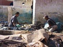 Lavoratori della conceria a Marrakesh Marocco Fotografie Stock