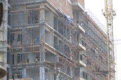 Lavoratori della costruzione del piano dei sistemi di sicurezza immagine stock