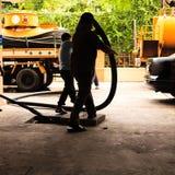 Lavoratori di smaltimento dei rifiuti Fotografia Stock Libera da Diritti