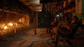 Lavoratori tramite il controllo di furnance di scoppio video d archivio