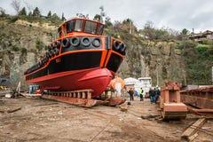Lavoratori turchi al bacino vicino alla nuova nave Fotografia Stock Libera da Diritti
