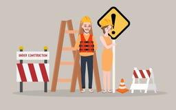 Lavoratrice in costruzione dell'uomo della pagina sulla strada di fine del cantiere Immagini Stock Libere da Diritti