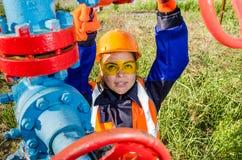 Lavoratrice nel giacimento di petrolio Fotografia Stock Libera da Diritti