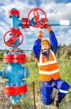 Lavoratrice nel giacimento di petrolio Immagine Stock Libera da Diritti