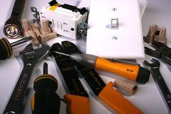 Lavorazione con utensili dell'elettricista Fotografie Stock Libere da Diritti