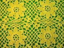 Lavori all'uncinetto i fiori gialli per il vestito dalla donna Fotografie Stock Libere da Diritti