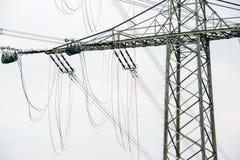 Lavori di costruzione ad alta tensione del palo di potere Fotografie Stock