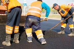 Lavori di costruzione della pavimentazione dell'asfalto fotografia stock