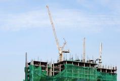 Lavori di costruzione sopra con le gru Fotografia Stock Libera da Diritti