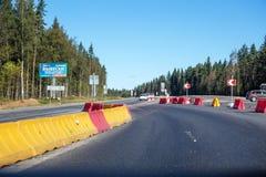 Lavori di costruzione sulla ricostruzione della strada principale federale russa A-181 SCANDINAVIA Fotografie Stock Libere da Diritti