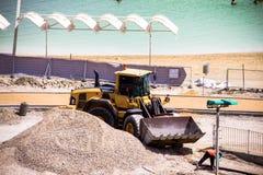 Lavori di costruzione sulla spiaggia dell'hotel del mar Morto Fotografie Stock Libere da Diritti