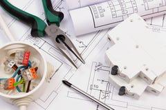 Lavori gli strumenti, la scatola elettrica ed il fusibile, disegno di costruzione elettrico Immagini Stock Libere da Diritti
