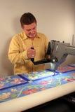 Lavori la stoffa per trapunte alla macchina Fotografia Stock