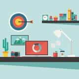 Lavori lo scrittorio e gli accessori sul concetto di progetto piano illustrazione vettoriale