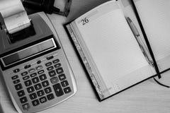 Lavoro d'ufficio, tempo di dirigere e considerare la finanza Fotografia Stock Libera da Diritti