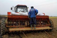 Lavoro del giacimento della primavera nelle zone rurali di Transcarpathia Fotografia Stock