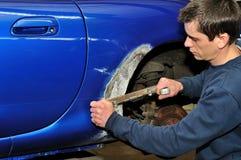 Lavoro di corpo dell'automobile. Fotografie Stock Libere da Diritti