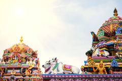 Lavoro di dettaglio in Gopuram, tempio indù Kapaleeshwarar , Chennai, T Immagine Stock