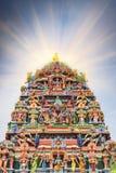 Lavoro di dettaglio in Gopuram, tempio indù Kapaleeshwarar , Chennai, T Fotografie Stock Libere da Diritti