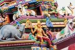 Lavoro di dettaglio in Gopuram, tempio indù Kapaleeshwarar , Chennai, T Immagini Stock