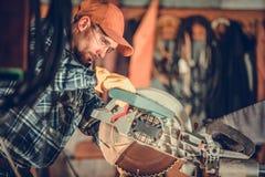 Lavoro di legno circolare della sega immagini stock libere da diritti
