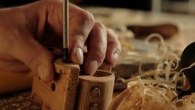 Lavoro di legno dello strumento di legno del carpentiere, materiale di occupazione video d archivio