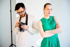 Lavoro di modello femminile allo studio Fotografia Stock Libera da Diritti