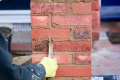 Lavoro di muratura - indicando renda immagini stock