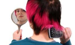 Lavoro di parrucchiere di vanità teenager Fotografia Stock Libera da Diritti