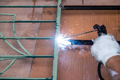 Lavoro di saldatura per acciaio Immagini Stock Libere da Diritti