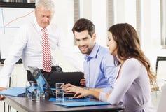 Lavoro di squadra all'ufficio Immagine Stock Libera da Diritti
