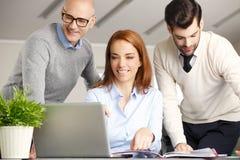 Lavoro di squadra con il computer Immagine Stock Libera da Diritti