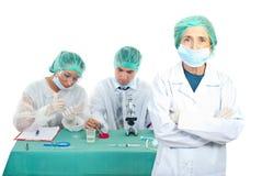 Lavoro di squadra dei chimici Immagine Stock