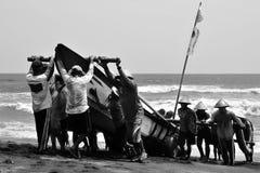 Lavoro di squadra dei pescatori Immagine Stock