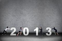 Lavoro di squadra di affari durante il nuovo anno 2013 illustrazione vettoriale