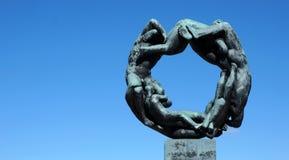 Lavoro di squadra di Oslo Norvegia della statua del cerchio di vita Immagini Stock