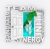 Lavoro di squadra - porta aperta a successo di collaborazione illustrazione vettoriale