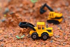 Lavoro di Toy dell'escavatore al cantiere Immagine Stock Libera da Diritti