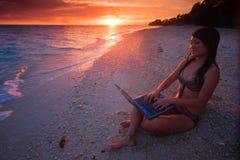 Lavoro dovunque nel paradiso Fotografie Stock Libere da Diritti