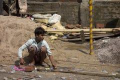 Lavoro indiano del bambino povero Immagini Stock