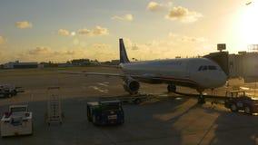 Lavoro 4k Florida S.U.A. dell'aeroporto di Fort Lauderdale di alba di giorno di estate archivi video