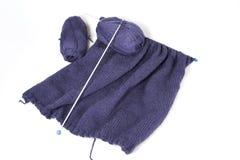 Lavoro a maglia dell'azzurro in progresso Immagini Stock Libere da Diritti