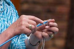 Lavoro a maglia delle mani Fotografie Stock Libere da Diritti