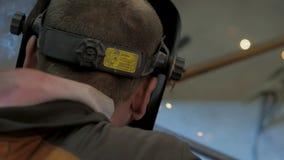 Lavoro maschio con acciaio stock footage