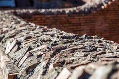 Lavoro in pietra dettagliato romano antico sopra una parete Fotografia Stock Libera da Diritti