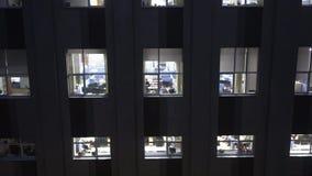 Lavoro recente alla costruzione dell'azienda delle tecnologie dell'informazione stock footage
