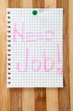 Lavoro scritto di bisogno del messaggio sul bordo di legno come fondo Immagini Stock Libere da Diritti