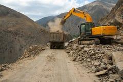 Lavoro stradale in alte montagne Fotografia Stock